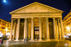 Panteon på piazzadellaen Rotonda Royaltyfria Bilder
