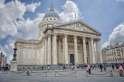 Panteon parigino sotto il cielo nuvoloso fotografia stock