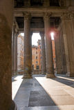 Panteon z słońce promieniami zdjęcia stock