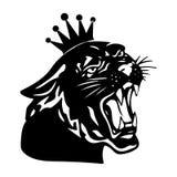 Pantera negra con la corona en su cabeza y boca abierta, en los vagos blancos Imagen de archivo