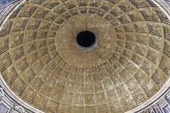 Panthéon Rome Italie de nuit d'Oculus de dôme Image libre de droits