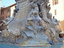 Pantheon-Brunnen in Rom Stockfotos