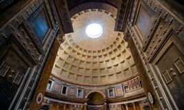 Free Pantheon Entrance And Roof Of A Large Historic Building With A Large Hole In The Roof Royalty Free Stock Images - 212841119