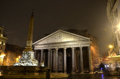 Pantheon på natten, Rome Royaltyfria Bilder