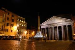 Pantheon, Rome bij nacht stock afbeelding