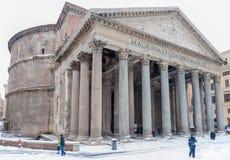 Pantheon in sneeuwonweer Stock Afbeelding
