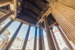 Pantheonkolommen in Rome van binnenuit worden gezien dat royalty-vrije stock fotografie