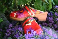 Pantoffel mit Blumenmuster Stockbild