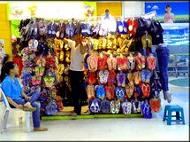 Pantoffels en sandalsopslag Royalty-vrije Stock Afbeelding