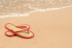 Pantoffels op het zand royalty-vrije stock foto's