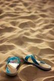 Pantoffels in zand Royalty-vrije Stock Fotografie