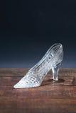 Pantofola di vetro su legno Fotografie Stock Libere da Diritti