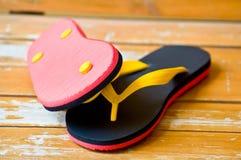 Pantofola nera e rossa Fotografie Stock Libere da Diritti