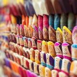Pantofole marocchine Colourful, Marrakesh fotografia stock libera da diritti