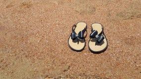Pantofole sulla sabbia video d archivio