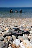 Pantofole sulla spiaggia e sulla sotto immersione subacquea Immagine Stock Libera da Diritti