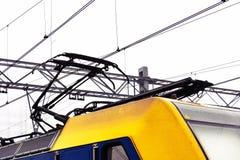 Pantograph auf einer elektrischen Lokomotive stockfoto