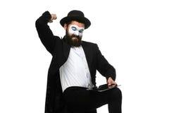 Pantomime als Geschäftsmann hat Druck wegen des Computers Lizenzfreie Stockfotos