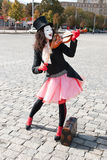 Pantomime, der die Violine spielt Stockfoto