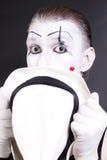 Pantomime, der weißen Hut anhält Stockbild