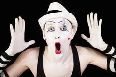 Pantomime in gestreiften Handschuhen und im weißen Hut Lizenzfreies Stockfoto