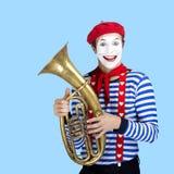 Pantomime mit Ballon Emotionales lustiges Schauspielertragen Stockbilder