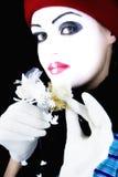 Pantomime mit einer Blume Stockbild