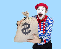 Pantomime mit Geldtasche Emotionales lustiges Schauspielertragen Lizenzfreie Stockfotos