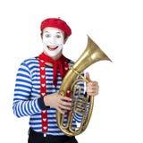 Pantomime mit Posaune Emotionales lustiges Schauspielertragen Lizenzfreie Stockfotos