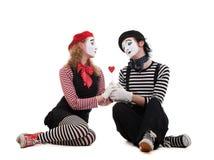Pantomimes souriants dans l'amour Images libres de droits