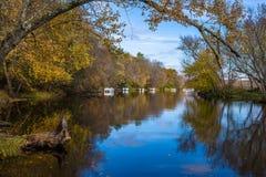 Pantoons, de herfstbinnenwateren, st croix rivier Royalty-vrije Stock Foto's