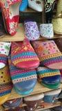Pantoufles marocaines colorées Photos libres de droits
