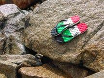 pantoufles sur les roches Photographie stock libre de droits