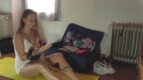 panty que lleva de la mujer joven almacen de video
