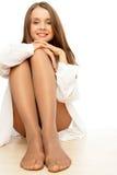 Pantyhose s'usant de femme Photographie stock