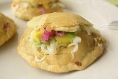 Panuchos-tabasqueños, mexikanisches traditionelles Lebensmittel von Tabasco Stockfoto