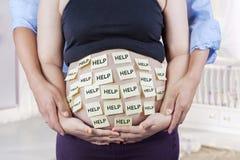 Panza del control de los padres con palabra de la ayuda Imagen de archivo libre de regalías