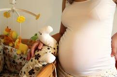 Panza hermosa de la mujer embarazada Imagen de archivo libre de regalías