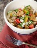Panzanella-Salat mit Fenchel Feta und Vinagrette Lizenzfreie Stockfotografie