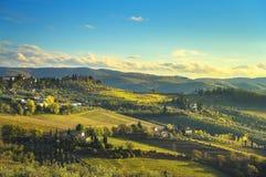 Panzano dans le vignoble et le panorama de chianti au coucher du soleil La Toscane, AIE photos libres de droits