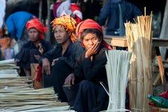 PaO部族妇女在掸邦,缅甸 免版税库存照片
