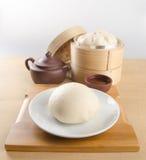 pao και κινεζικό τσάι σε ένα υπόβαθρο Στοκ Φωτογραφία