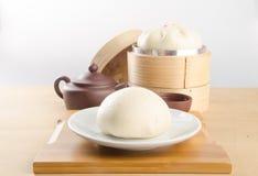 pao и китайский чай на предпосылке Стоковые Изображения