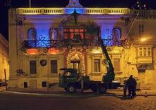 PAOLA, MALTA - 11 DE DEZEMBRO DE 2017: O serviço da cidade decora para Chr Fotos de Stock Royalty Free