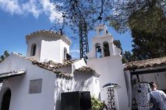 Paon sur la chapelle orthodoxe grecque sur l'île de souris sur l'île grecque de Corfou Photos stock