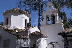 Paon sur la chapelle orthodoxe grecque sur l'île de souris sur l'île grecque de Corfou Images stock