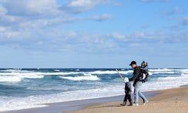 Papà con i piccoli bambini fotografia stock libera da diritti