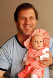 Papà con il suo piccolo bambino fotografia stock