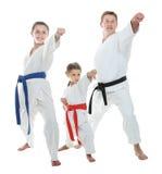 Papà e due figlie in un kimono che colpisce braccio Immagine Stock Libera da Diritti