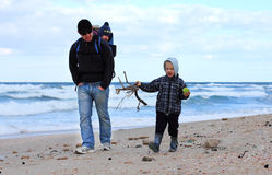 Papà, figlio e figlia immagini stock